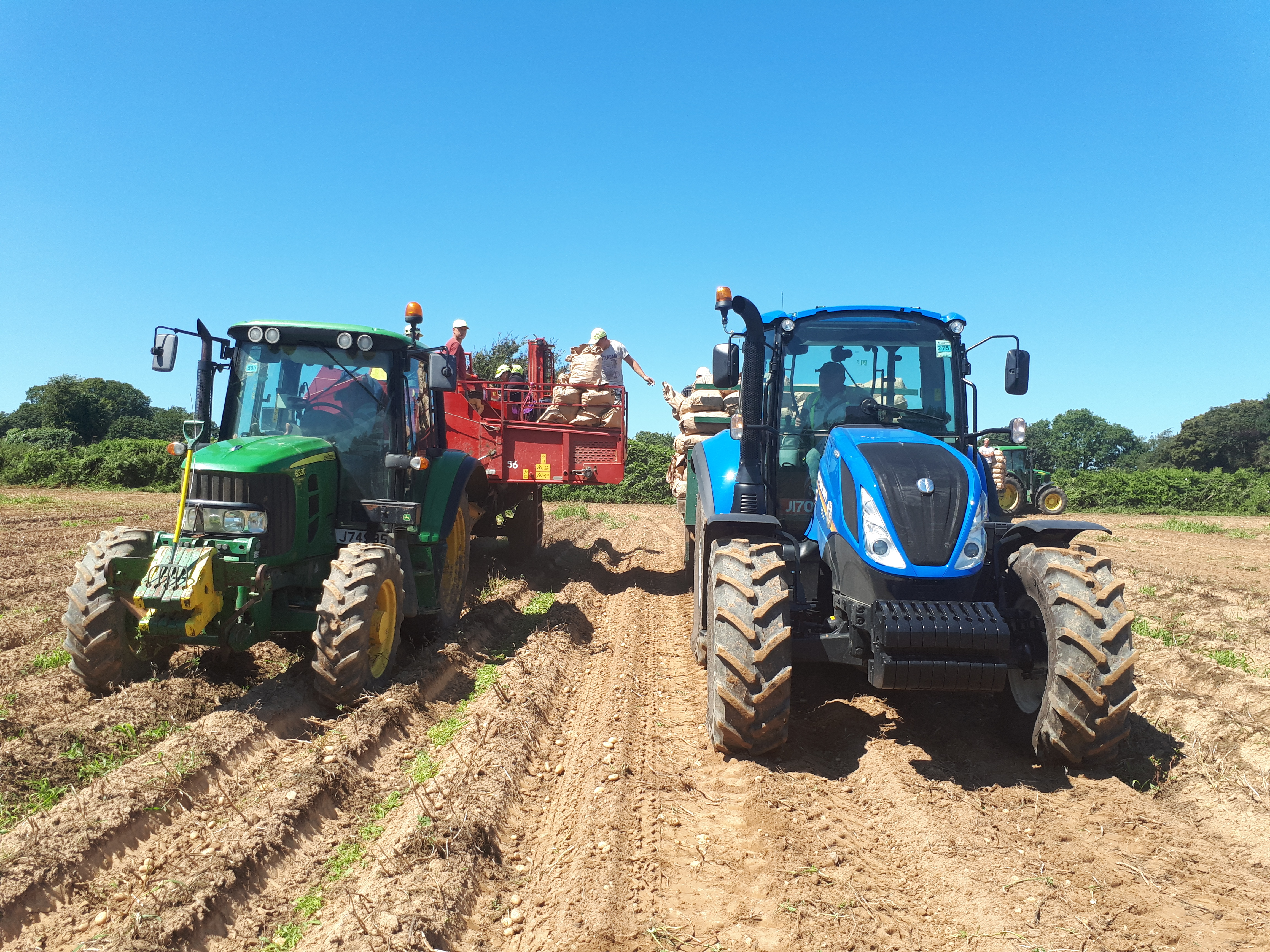 Unloading on the move - 2 tractors.jpg